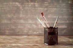 Vaso con le spazzole dell'acquerello Immagini Stock Libere da Diritti