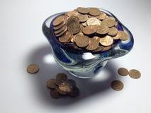 Vaso da bagatela, sombra bonita, moedas dispersadas Foto de Stock