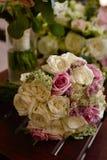 Vaso de ( dried) rosas Imagens de Stock Royalty Free