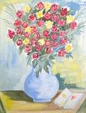 Vaso de flores vermelhas e amarelas Foto de Stock