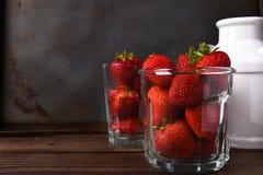 Vaso de fresas Foto de archivo