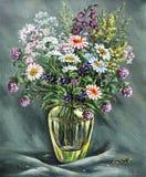 Vaso de vidro com flores selvagens Imagem de Stock