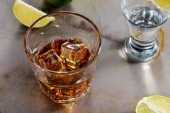 Vaso del primer con el whisky fotos de archivo