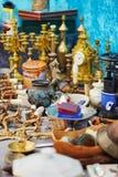 Vaso dell'argilla sul mercato delle pulci a Parigi Fotografia Stock