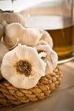 Vaso dell'olio e dell'aglio, ritratto Fotografia Stock