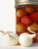 Vaso delle cipolle marinate Fotografie Stock