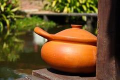 Vaso di argilla al forno decorato Fotografia Stock