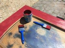 Vaso di colore con le spazzole Immagine Stock
