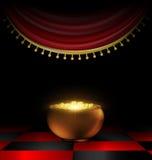 Vaso di oro nello scuro Fotografia Stock