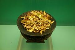 Vaso di oro pre colombiano Immagini Stock