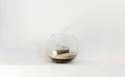 Vaso di vetro con una candela fotografia stock