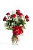 Vaso di vetro delle rose rosse immagine stock