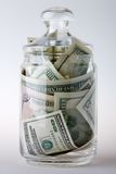 Vaso di vetro in pieno di soldi Fotografia Stock Libera da Diritti