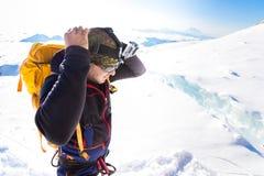 Vaso diritto di Huayna della cresta del crepaccio della montagna dell'alpinista dello scalatore Fotografia Stock