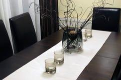 Vaso e candele sulla tavola Immagini Stock