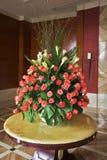 Vaso elegante con i fiori Immagini Stock Libere da Diritti