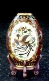 Vaso japonês antigo de Cloisoone imagem de stock royalty free