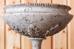 Vaso velho bonito em um close-up da tabela Foto de Stock
