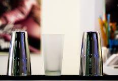 Vaso, vidrio, metal imagenes de archivo