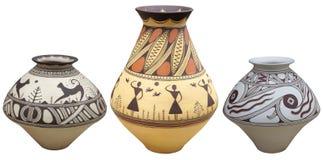 Vasos com o vaso do teste padrão do nativo americano isolado no backgr branco Foto de Stock