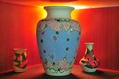 Vasos da porcelana no indicador Fotos de Stock