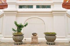 Vasos de flores chineses com as plantas templo de s em Tailândia '. Fotografia de Stock