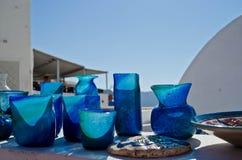 Vasos de vidro azuis do artesão em Grécia Fotos de Stock Royalty Free