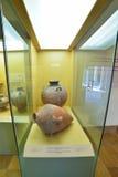 Vasos gregos no museu da acrópole em Atenas, Grécia Foto de Stock Royalty Free