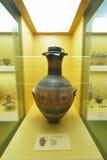 Vasos gregos no museu da acrópole em Atenas, Grécia Fotos de Stock