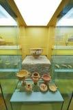 Vasos gregos no museu da acrópole em Atenas, Grécia Imagens de Stock