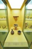 Vasos gregos no museu da acrópole em Atenas, Grécia Fotografia de Stock Royalty Free