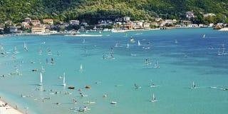 Vassiliki-Buchtwindsurfen lizenzfreie stockfotografie