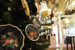 Vassoi con Russo piega dipinto sull'albero Fotografie Stock