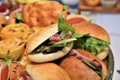 Vassoio dei panini fotografie stock libere da diritti