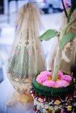 Vassoio del fiore con nozze del banano Fotografia Stock