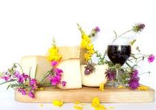 Vassoio del formaggio con l'italiano del parmigiano e della pera Immagine Stock