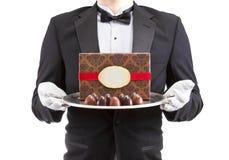 Vassoio dell'argento della tenuta del cameriere immagini stock libere da diritti