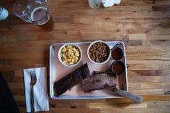 Vassoio della cena della carne del barbecue fotografia stock libera da diritti