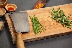 Vassoio di legno con gli ingredienti Immagini Stock