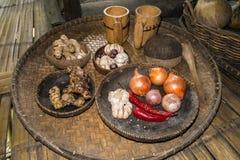 Vassoio ed utensili di bambù rustici con la VE organica Immagine Stock