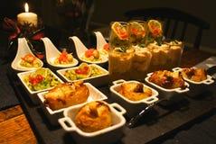 Vassoio gastronomico festivo dell'aperitivo Fotografie Stock Libere da Diritti