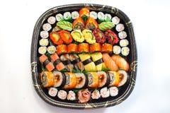 Vassoio giapponese fresco dei sushi Fotografia Stock