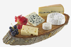 Vassoio rustico del formaggio fotografie stock
