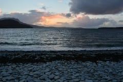 Vassoura do Loch do título do raod de Ullapool norte Fotos de Stock Royalty Free