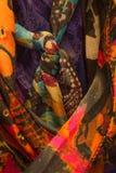 Vast geschoten van vrouwen` s kleurrijke sjaals Royalty-vrije Stock Foto's