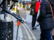 Vasta via, Oxford, Regno Unito, il 22 gennaio 2017: U-serratura s Immagini Stock Libere da Diritti