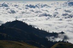 Vaste montagne nuvolose Fotografia Stock