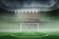 Vaste stade de football avec le but Photo stock