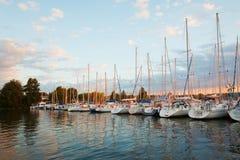 Vastgelegd varend jacht in de haven van Frankrijk royalty-vrije stock fotografie