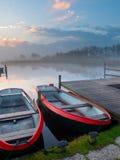 Vastgelegde het roeien boten Stock Fotografie